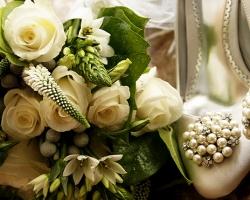 White Fowers Bouquet - B70