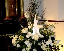 Pedistal Arrangment with Candles - C70