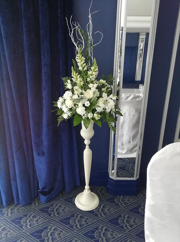 Cream Stand Alone Vase (D205)