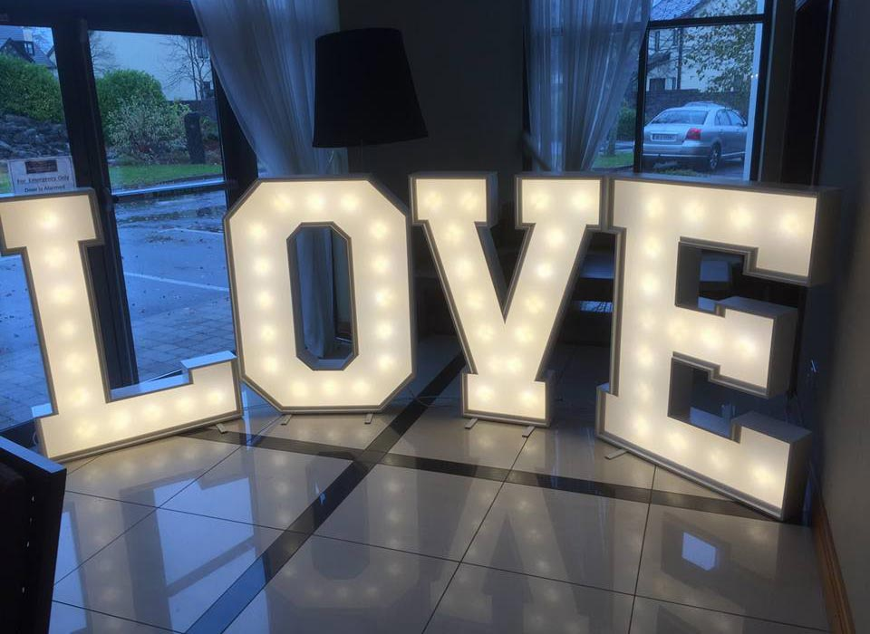 Love sign with Lights (D303)