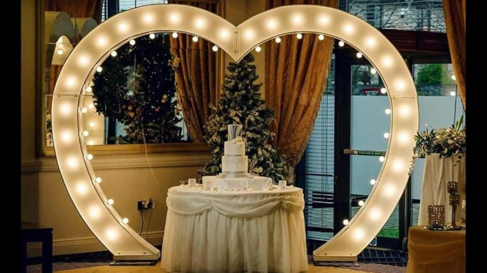 401 Heart Arch with Lights